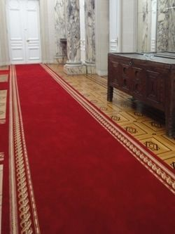 tapis rouges tapis rouges officiels de c r monies moquettes rouge protocole et passages. Black Bedroom Furniture Sets. Home Design Ideas