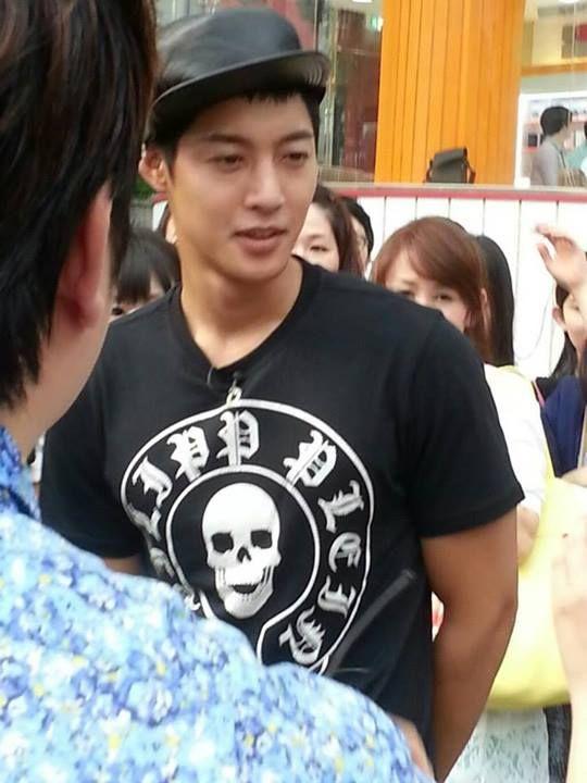 Filming for KBS Guerilla Date at Gangnam 7/25/13