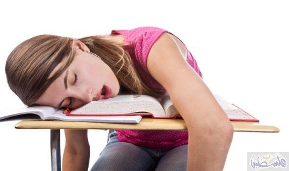١٠ علامات تؤكد لك إنك بحاجة للنوم الحرمان من النوم اصبح جزء من حياة الكثير من الناس حتي انهم لا يرون Nursing Students Sleep Deprivation Effects Student Life