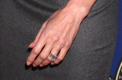 Angelina Jolies Lovely Vintage Style Engagement Ring w Classic