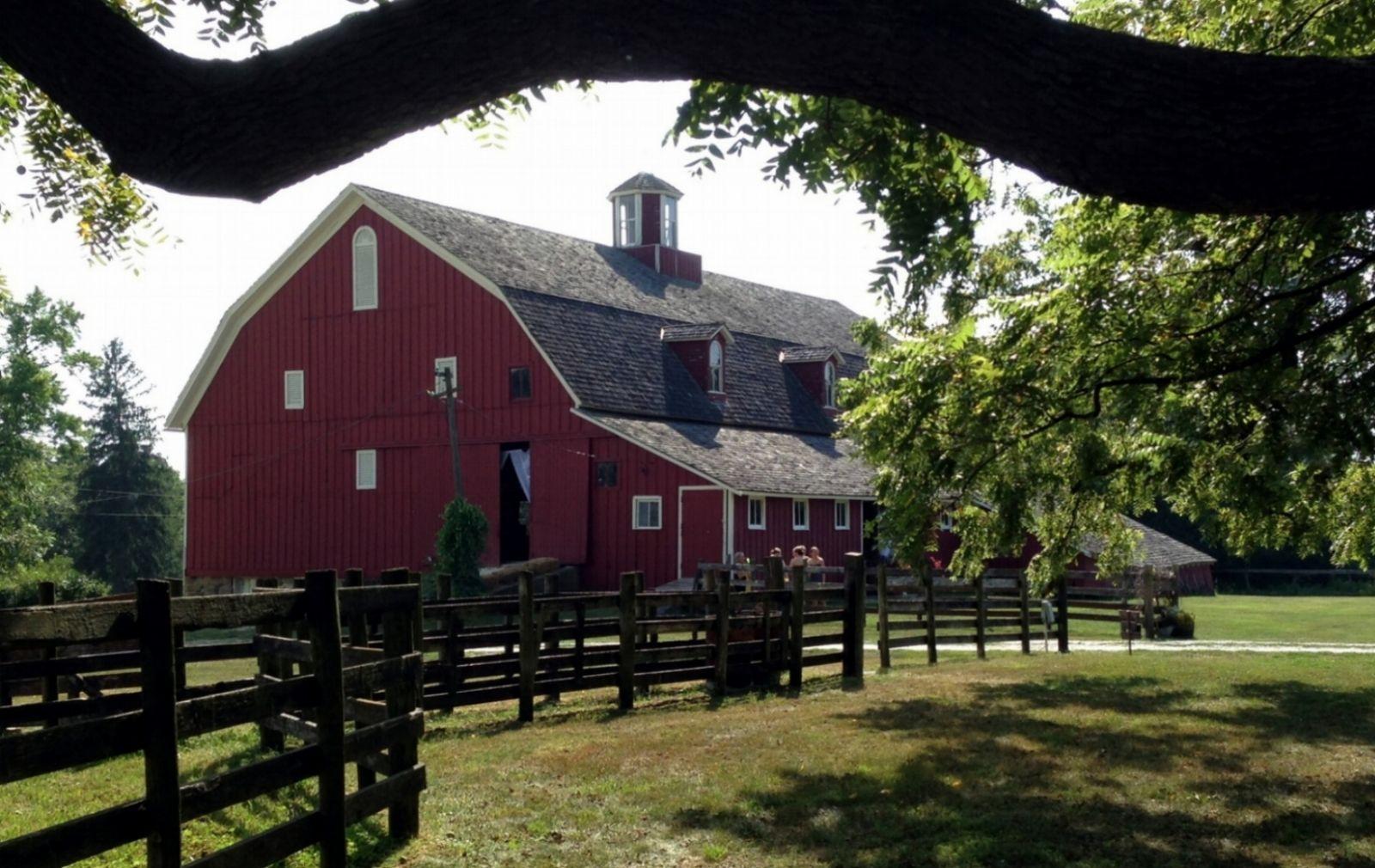 Walnut Grove Farm | Illinois wedding venues, Barn wedding ...
