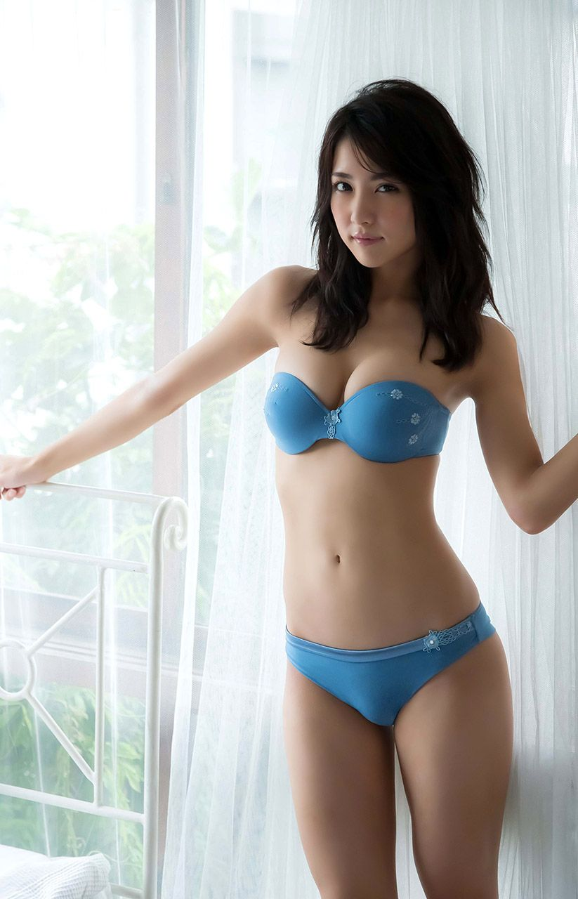 Hot Japanese Women In Bikinis