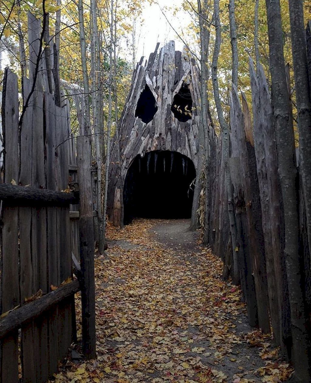 Scary Home Decor: Scary Halloween Haunted House Outdoor Decoration