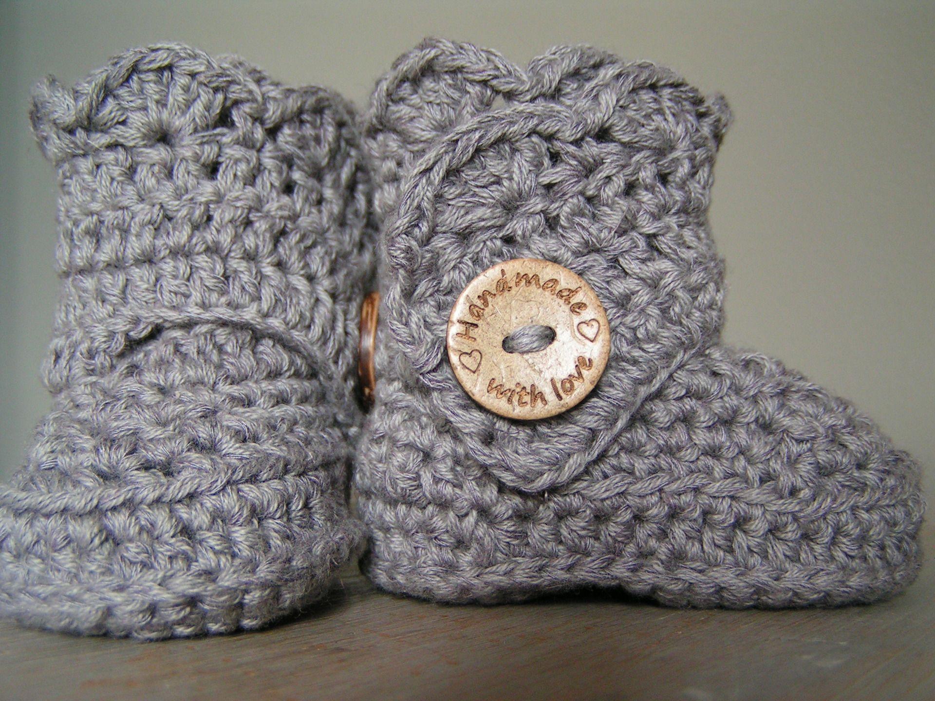 chaussons  bottes au crochet 3 6 mois   Mode Bébé par une-maille-en ... 887d4eaac2c5