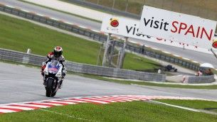 Lorenzo clinches record-breaking pole in tight Malaysian qualifying