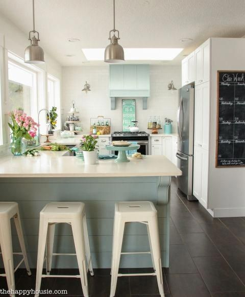 Coastal Cottage Style Spring Kitchen Tour #beachcottagestyle