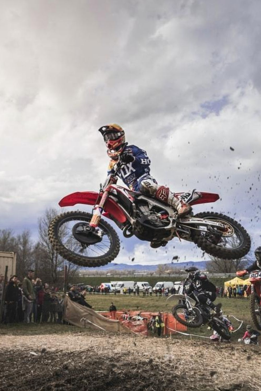 How To Ride Dirt Bike In Mud Honda Dirt Bike Motocross Photography Cool Dirt Bikes