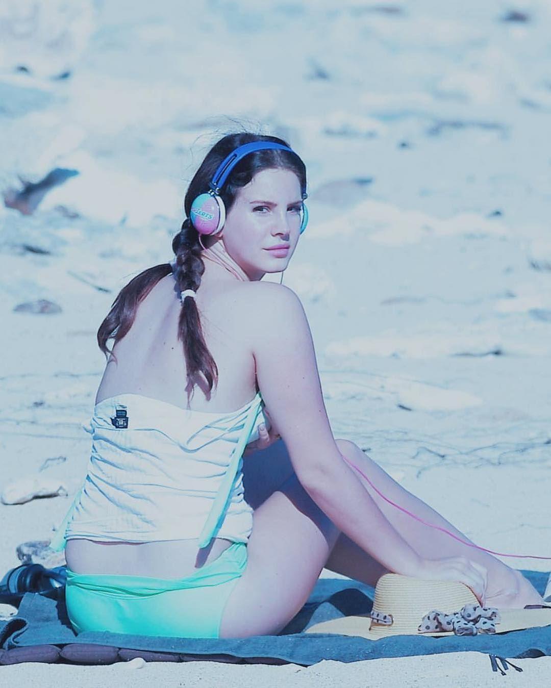 Lana Del Rey On The Beach Lana Del Rey Lana Del Ray Lana Rey