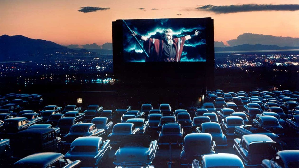 Early days of drivein movie theaters Drive in movie