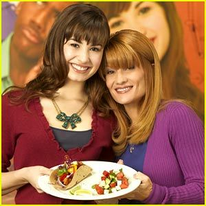 Demi Lovato And Her Mother Demi Lovato And Her Mom Dianna Show Off Their Chicken