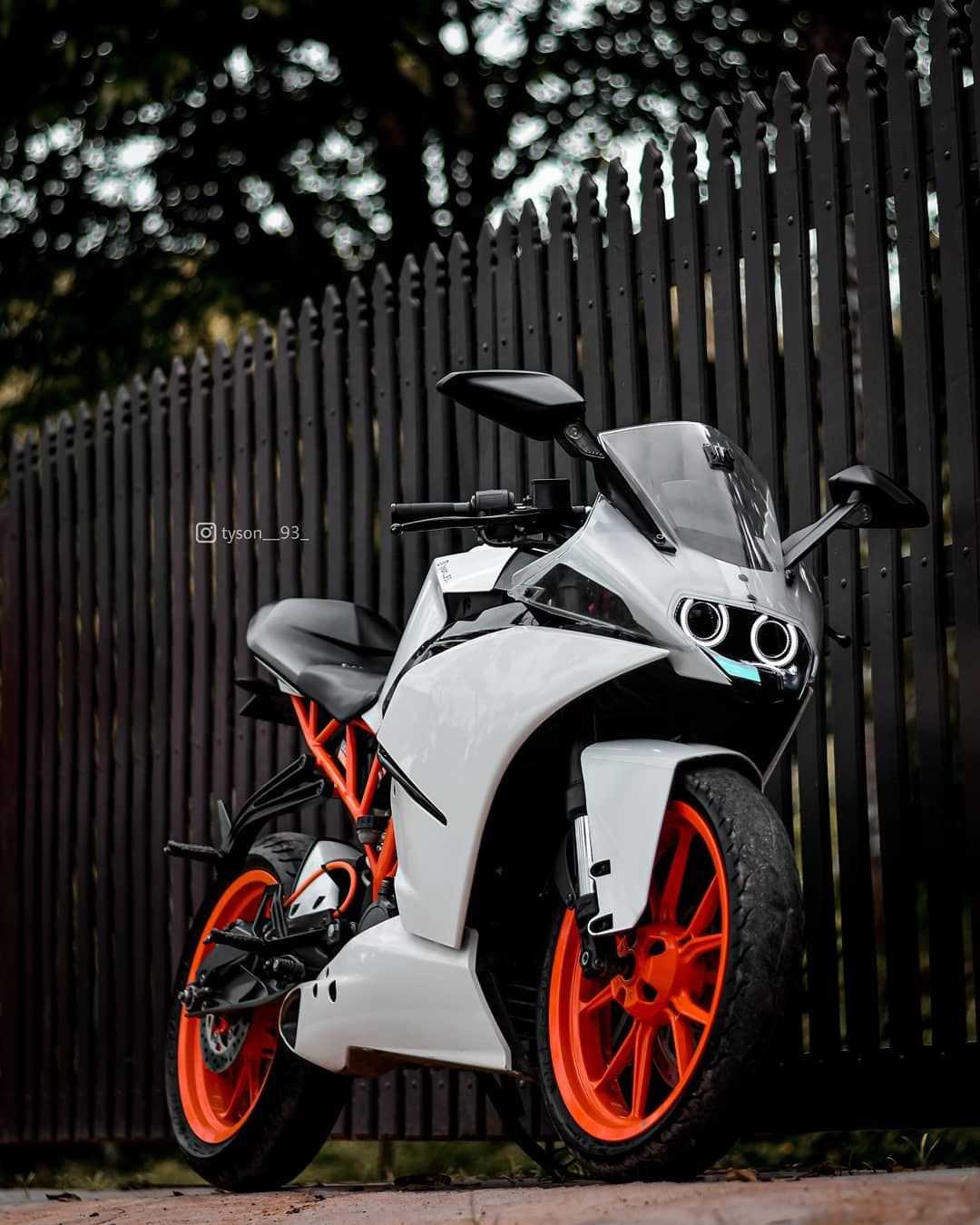 4 672 Likes 122 Comments Ktm Biker Boy Tyson 93 On Instagram White Beauty Follow Tyson 93 Stay Tuned For More Ktm Rc Ktm Ktm Rc 200 Download ktm rc modified wallpaper