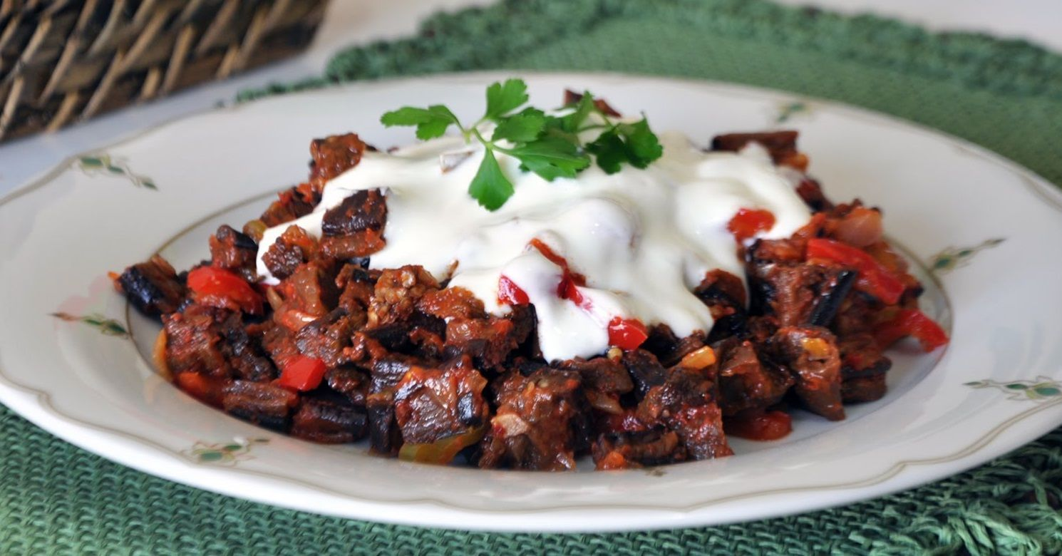 Yoğurtlu Közlenmiş Patlıcan Salatası Tarifi – Salata Tarifleri