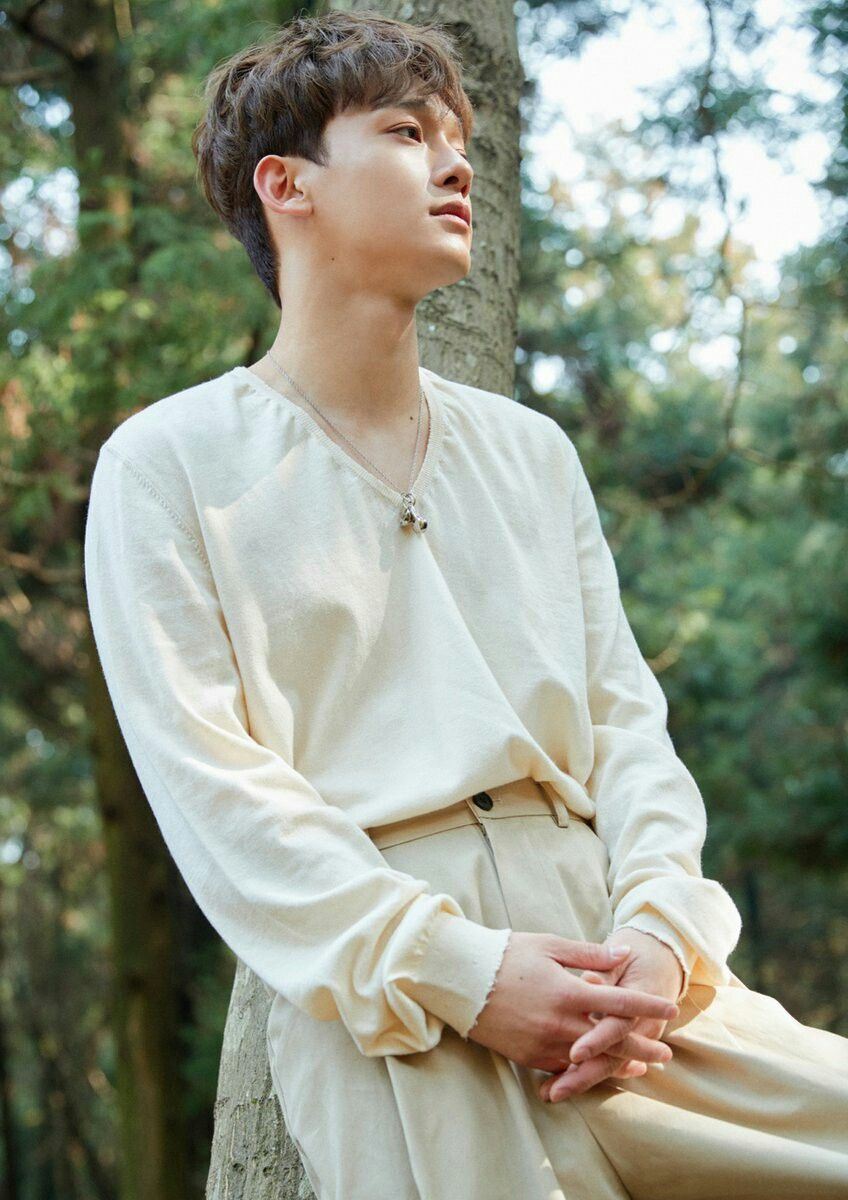 Photo of CHEN April, and a flower the 1st mini álbum ?