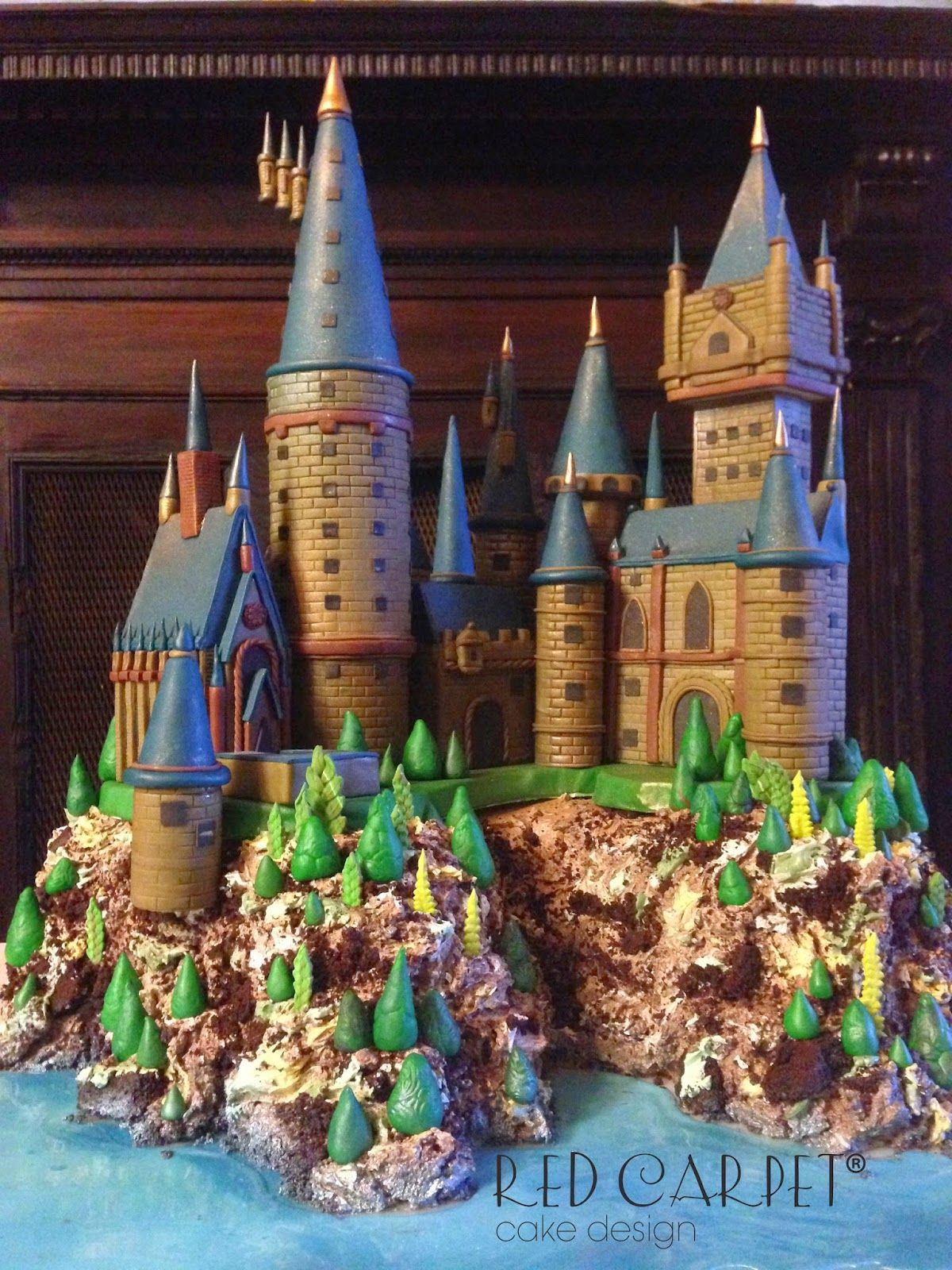 hogwarts cake harry potter castle by red carpet cake design red carpet cake design. Black Bedroom Furniture Sets. Home Design Ideas