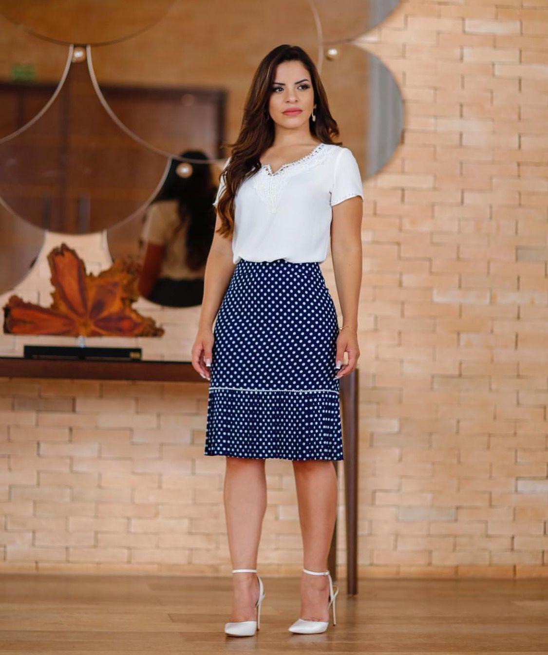 75f95ef04 Sapatos Brancos, Saia Social, Saia Justa, Moda Evangelica Feminina, Looks  Sociais,