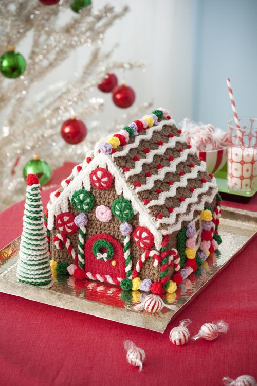 Cute gingerbread house to crochet.