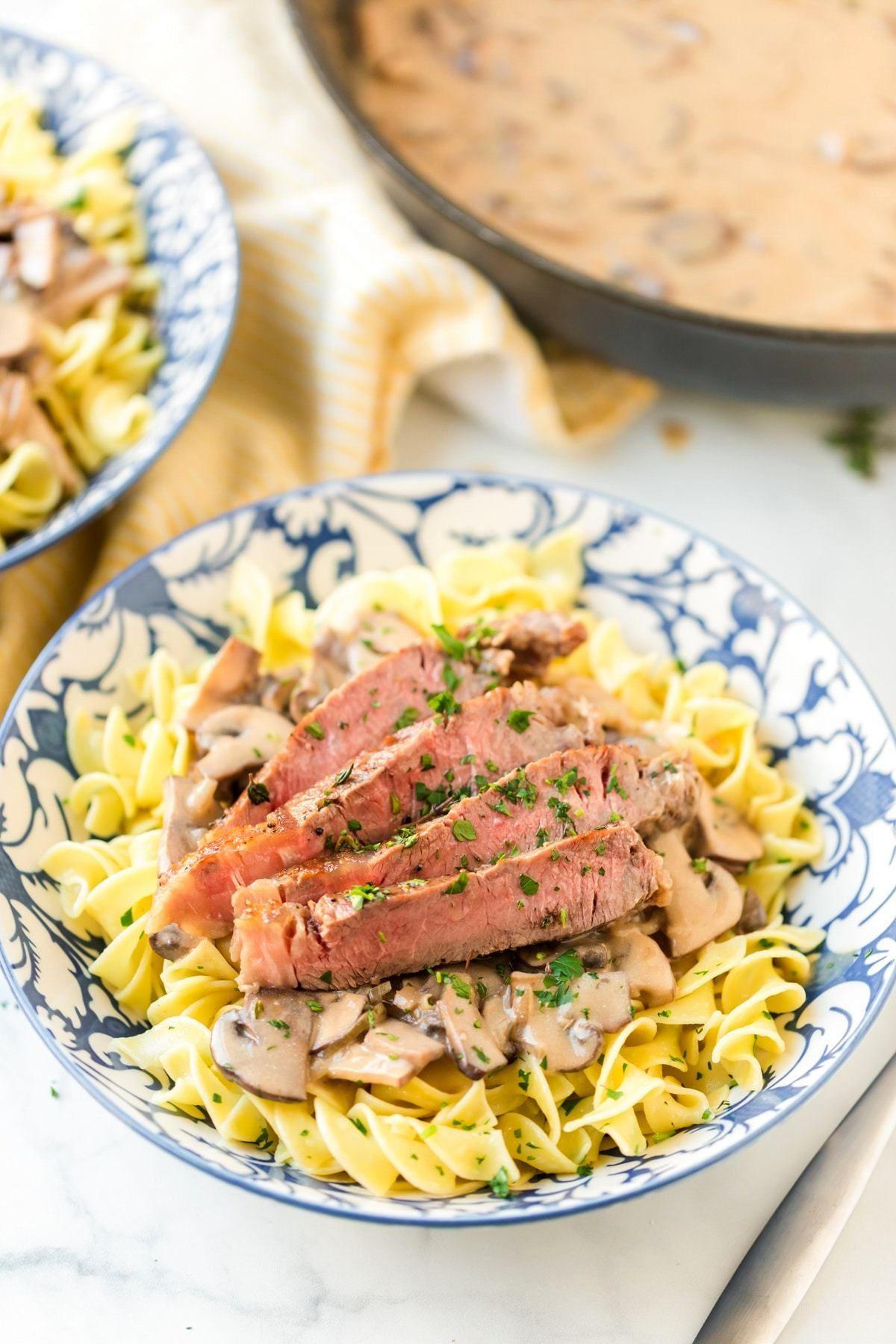 Easy Beef Stroganoff Rezept Mit Butternudeln Dies Easy Beef Stroganoff Rezept Mit Butternudeln Ist Ein Schneller Weg Um Ihre Zu Bekomme In 2020 Stroganoff Recipe Buttered Noodles Beef Recipes