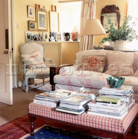 EL001_26: Country style living room with floral fabric ...
