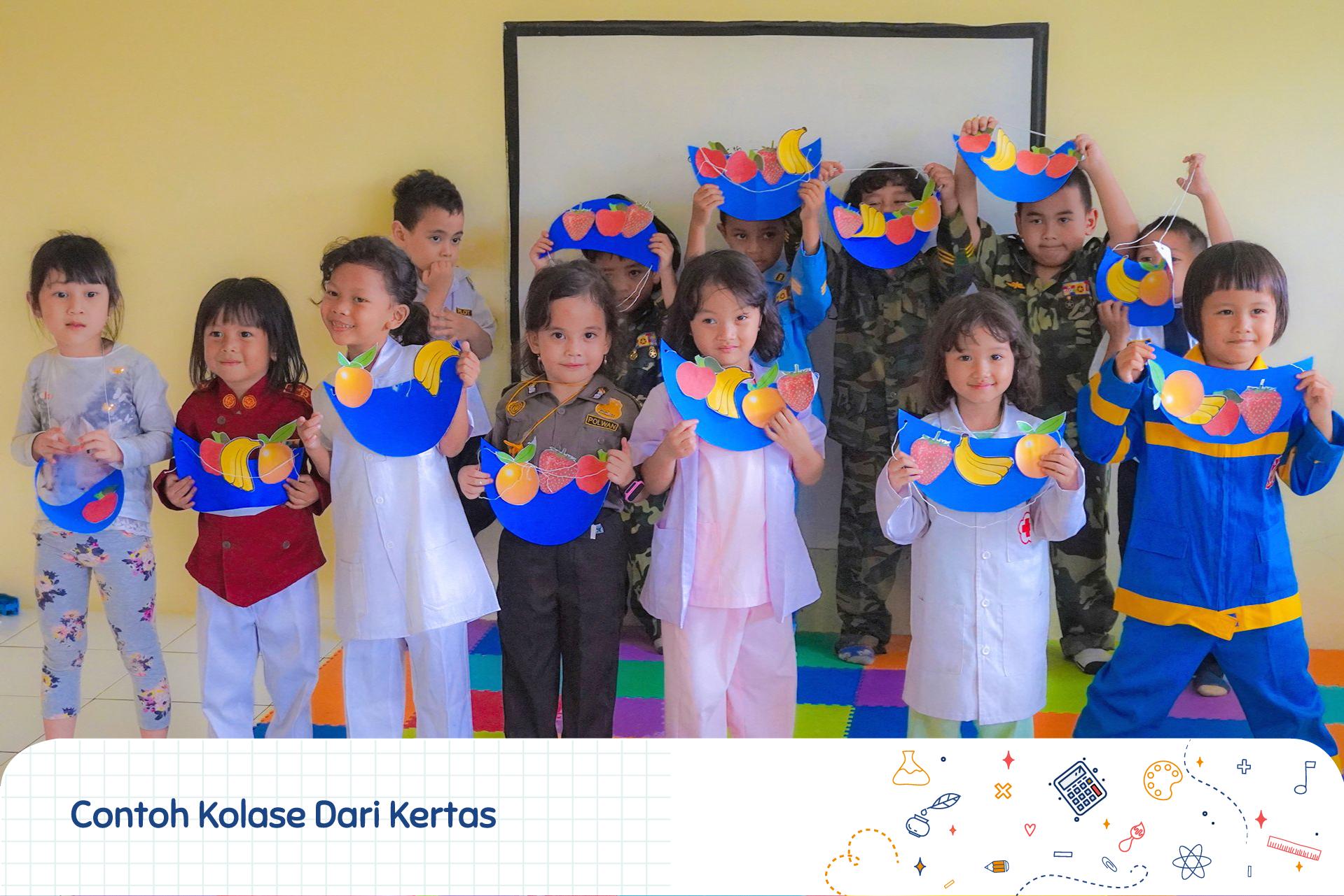 Foto Keluarga Merupakan Contoh Karya Ekspresi Pendidikan Anak Usia Dini Anak Foto Keluarga