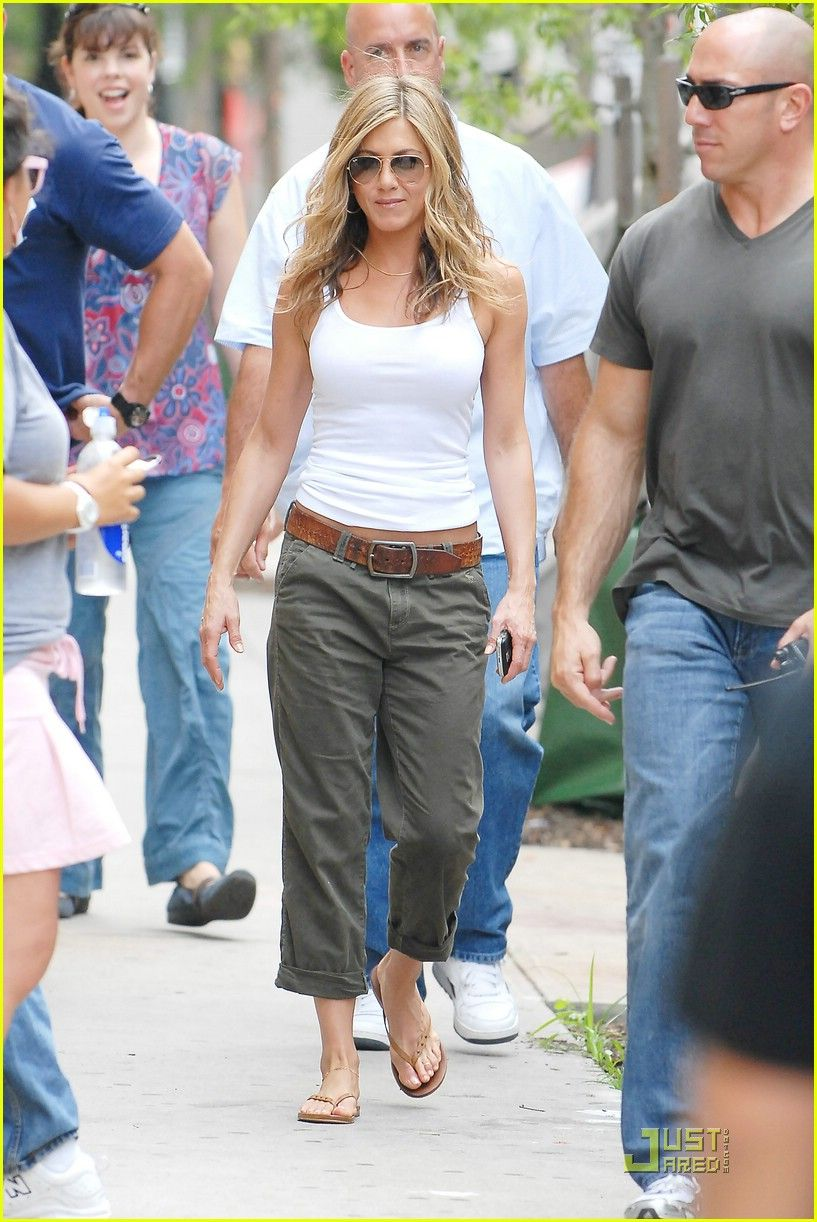 Does Jennifer Aniston Always Wear the Same Outfit? - E ...