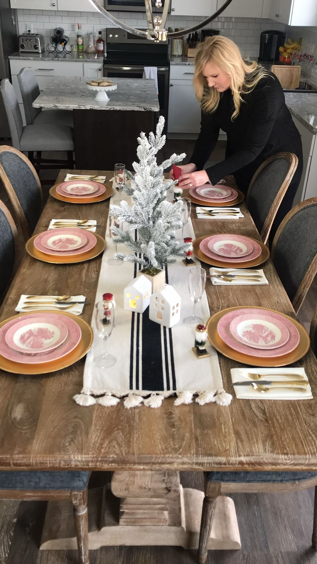 Holiday Tablescape 2019: The Chic(ish) Chick