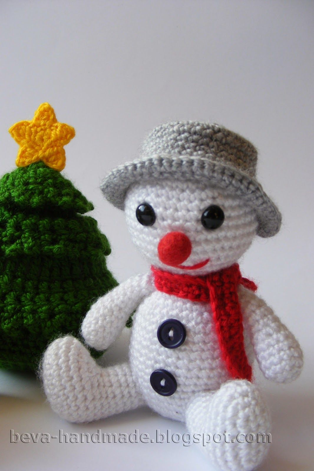 How to connect a merry snowman with an amigurumi with his hands with a description and a photo
