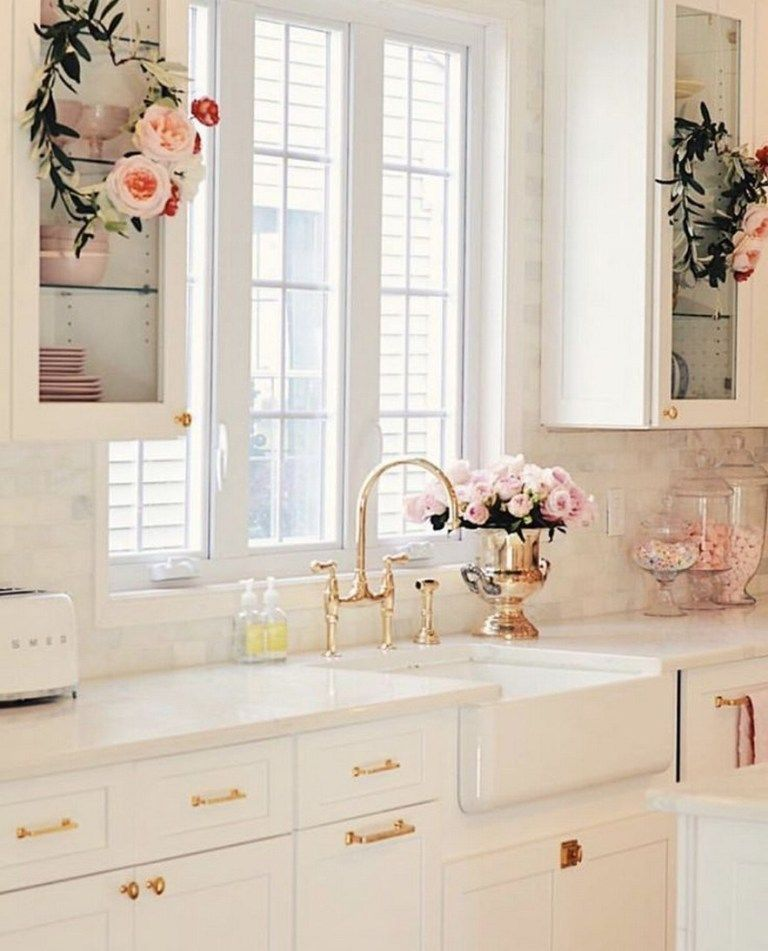 Stunning Luxury White Kitchen Design Ideas #kitchenideas #kitchendesign #whitekitchenideas » aesthetecurator.com #kitchendesignnyc #kitchencrushes