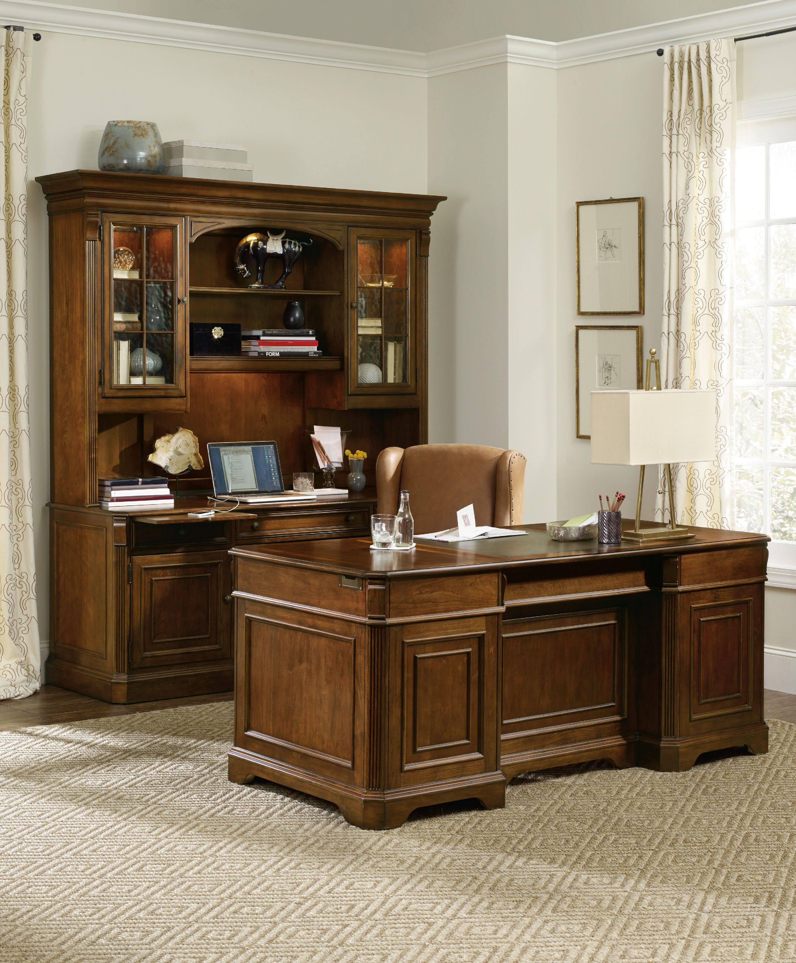Hooker Furniture Home Office Brookhaven Executive Desk 281 10 583   Ramsey  Furniture Company