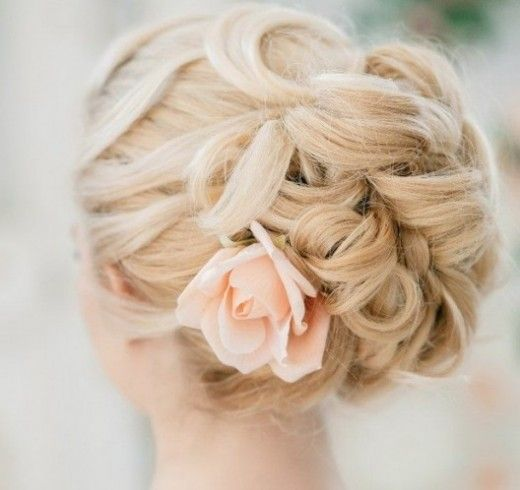 16+ Enthralling Ladies Hairstyles For Over 50 Ideas