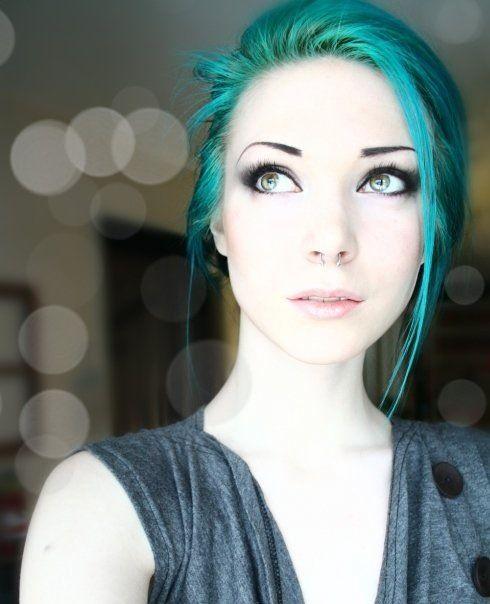 teal hair... oh so pretty!