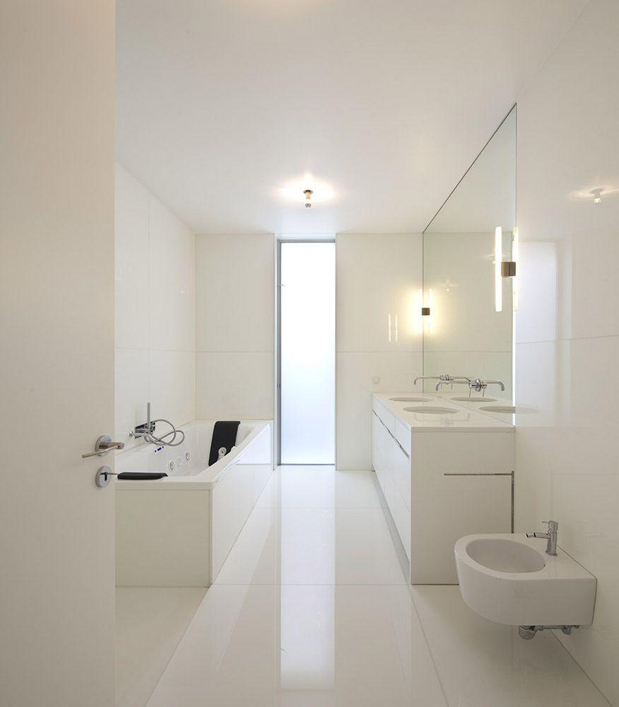 Galeria de casa em ovar paula santos 3 bathroom for Cuartos de bano santos