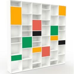 Photo of Wohnwand Weiß – Individuelle Designer-Regalwand: Schubladen in Gelb & Türen in Rot – Hochwertige Mat