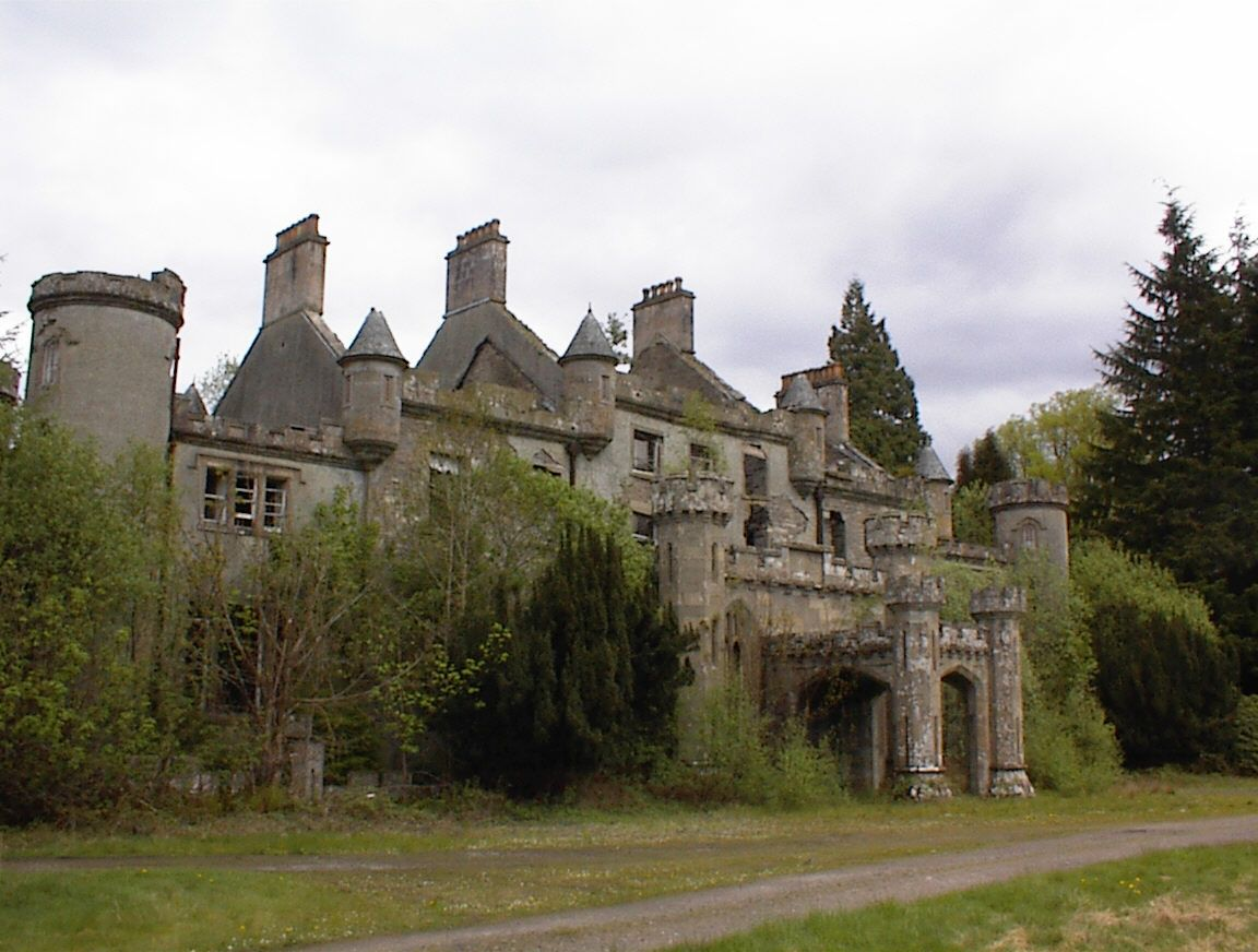 Abandoned house in Scotland, which stands untouched for about 30 years 93