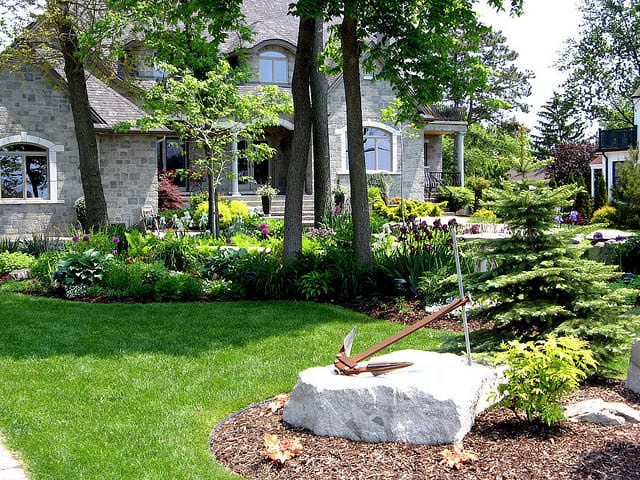 Flower Beds to Inspire Your Front Yard Gardens, Front gardens and