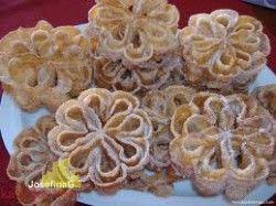 Receta de flores manchegas o flores de sartén    http://www.kallejeo.com/comer-en-kallejeo/receta/flores-manchegas-o-flores-de-sarten