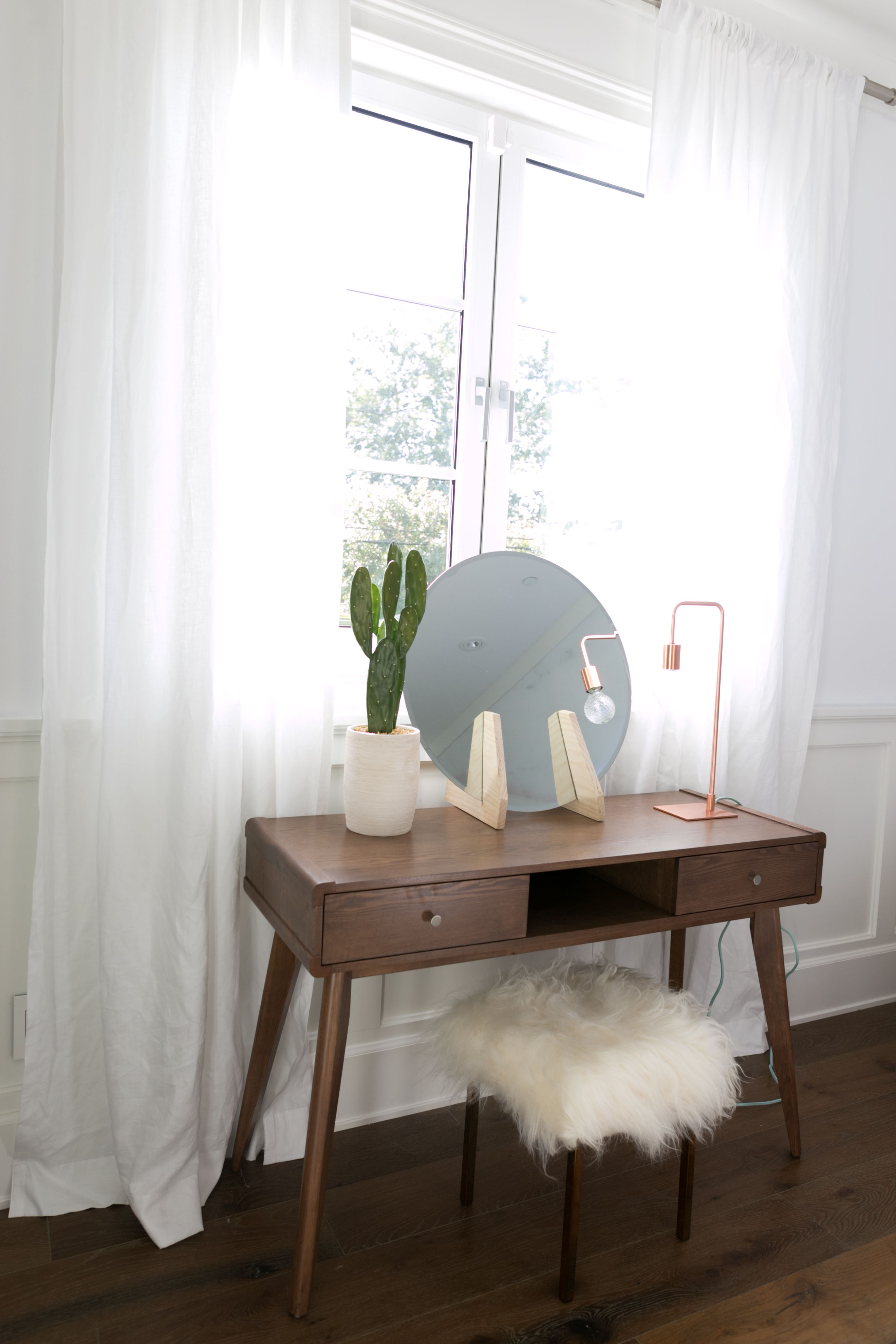 Wonderful Mr. Kate   DIY Minimalist Vanity Mirror