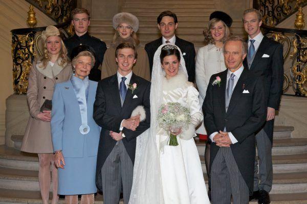 Tageblatt Online The Groom S Family Back L R Archduchess Gabriella Archduke Alexander Archduchess Marie Christine And Husb Royale Hochzeiten Hochzeit Braut