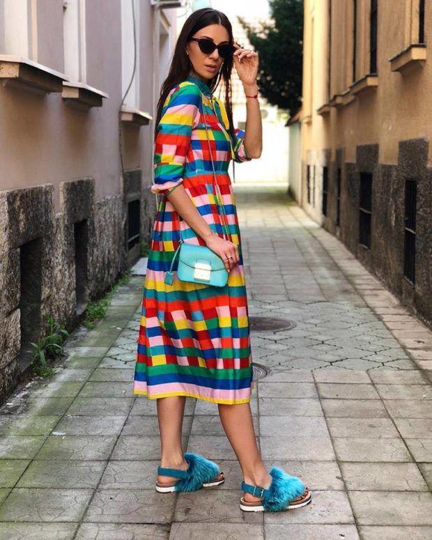 Nicht zu kurz und nicht zu lang - es ist das Midi-Kleid ...