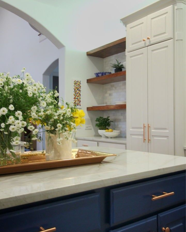 Nothing Blue about our Monday! This kitchen departs from ...
