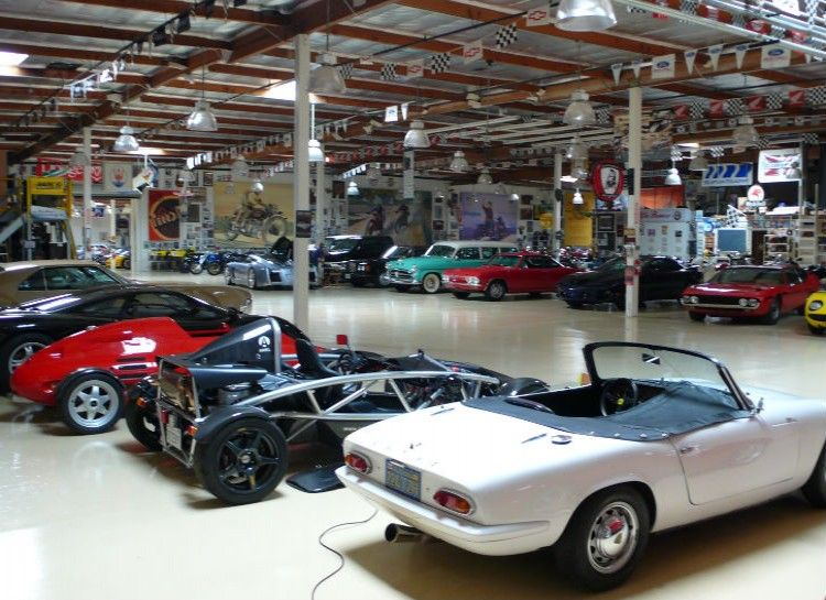 Jay Leno is a car connoisseur to say the least. He owns enough cars ...