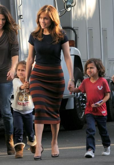 6a8d9263a Filhos de Jennifer Lopez visitam a mãe em set de filmagem ...
