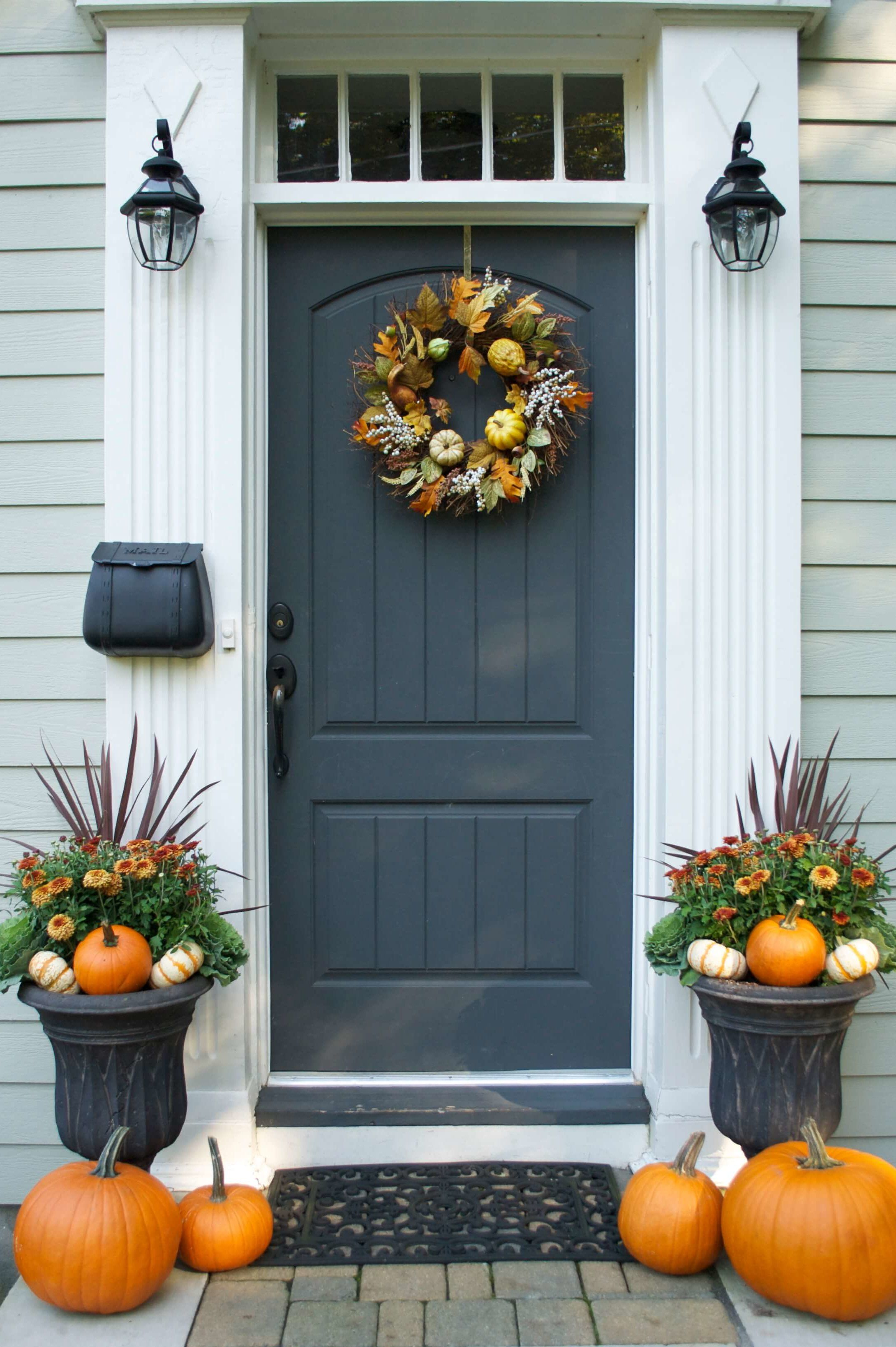 4 Chic Fall Decor Ideas Decorating, Doors and Porch - Front Door Halloween Decoration Ideas