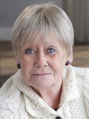 † Liz Dawn (77) 25-09-2017 Coronation Street-actrice Liz Dawn is overleden. De actrice speelde meer dan dertig jaar lang de rol van Vera Duckworth in de immens populaire Britse soap serie. https://youtu.be/tKLakvR0lXY