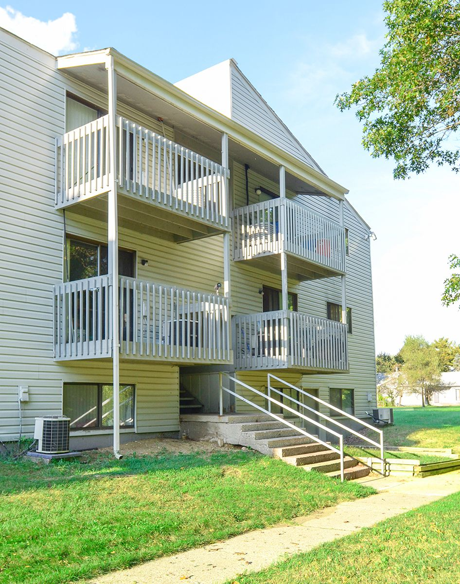 Country Meadows Apartments Kalamazoo Michigan Apartment Two Bedroom Apartments Outdoor Decor
