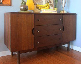 Elegant Vintage Mid Century Modern Credenza / Buffet / Sideboard / Dresser  Distinctive  Furniture By Stanley