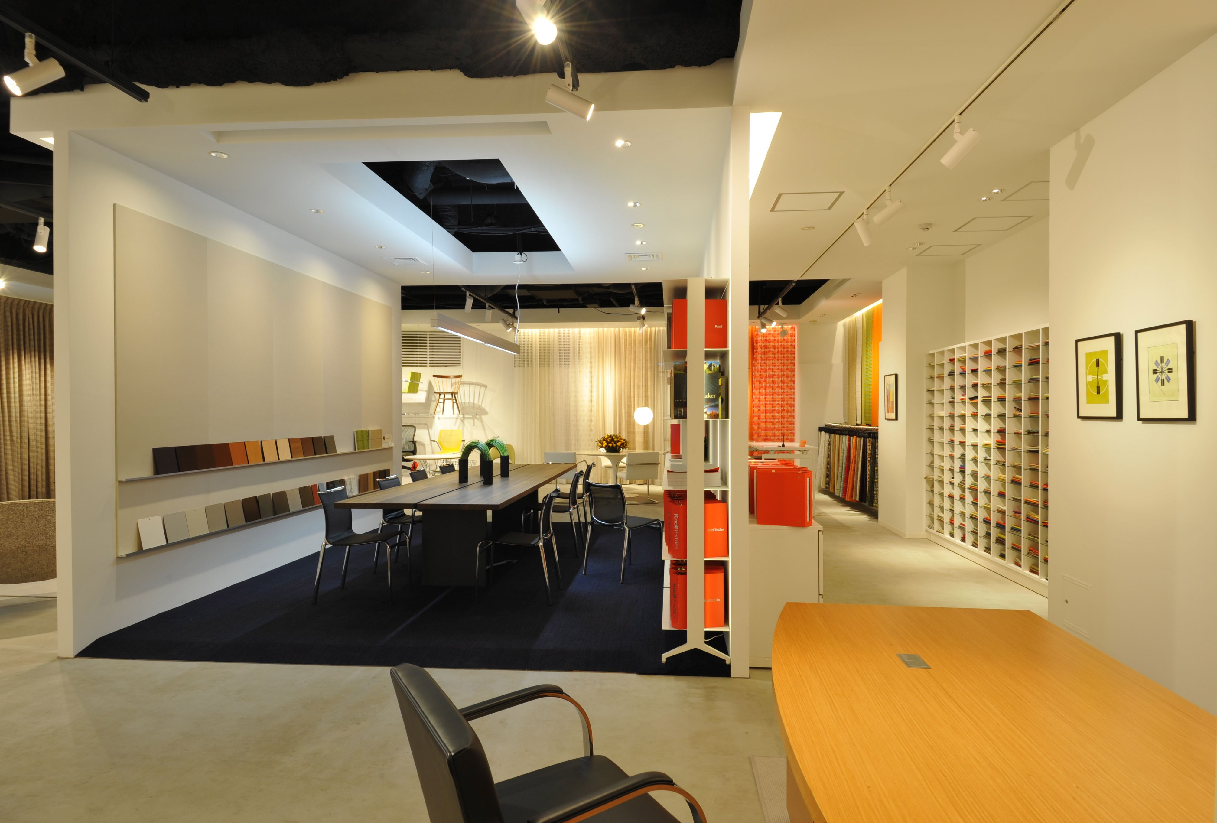 Knoll Japan Showroom, 2012. The Resource Area serves as a ...