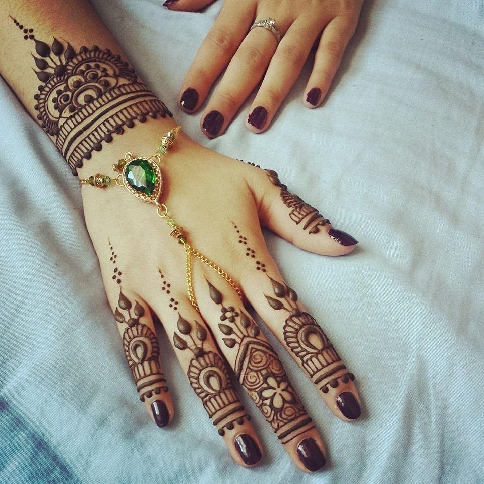 Gorgeous henna by divya with beautiful handpiece mehndi designs