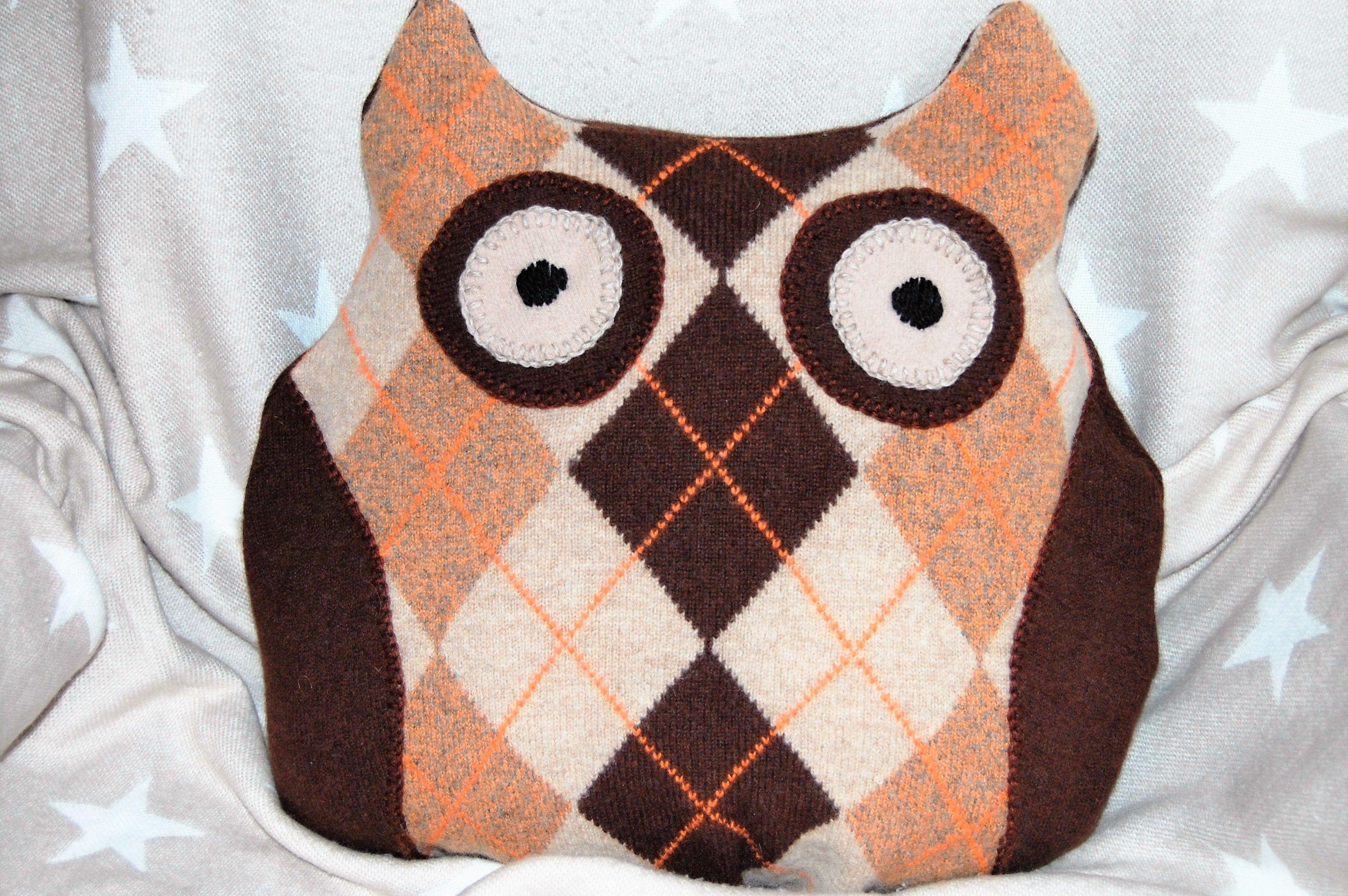 Pöllötyyny vanhasta villapaidasta