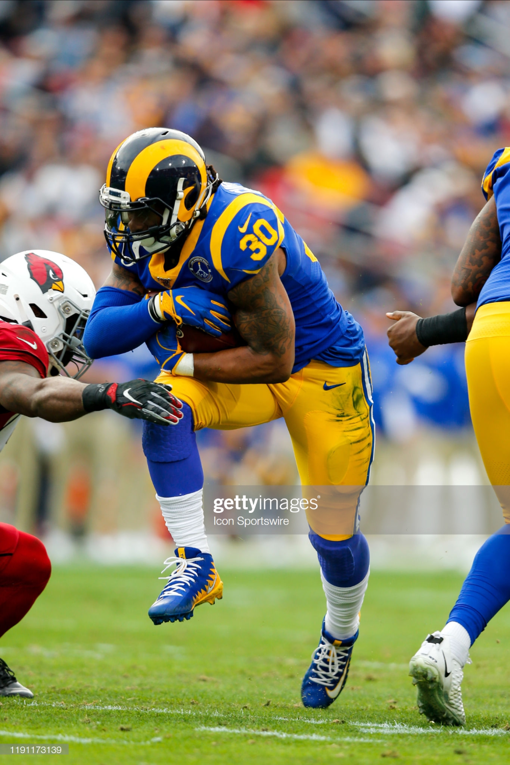 Los Angeles Rams Running Back Todd Gurley Runs The Ball For A Gain In 2020 Todd Gurley Los Angeles Rams Running Back