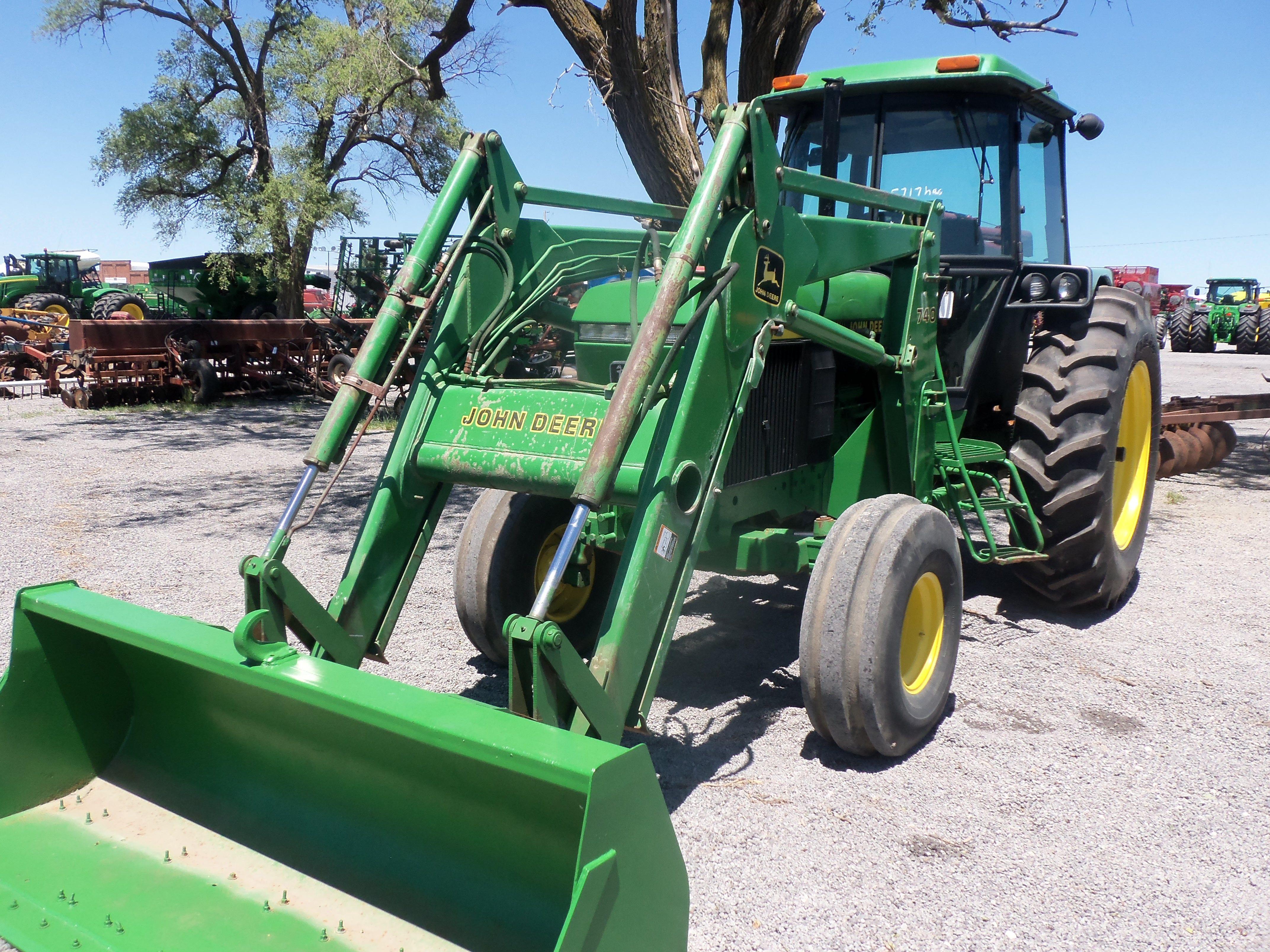 John Deere 740 Tractor : Hp john deere with loader this tractor was